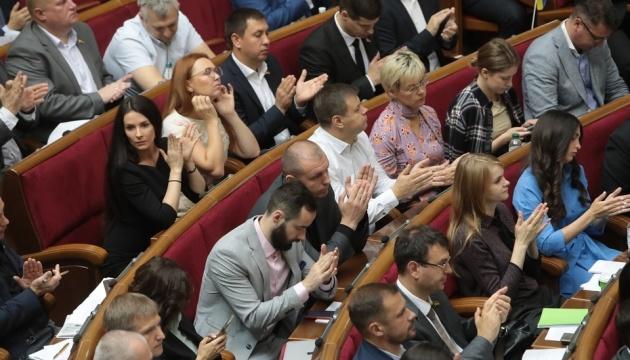 Zelensky firma ley que abole la inmunidad parlamentaria