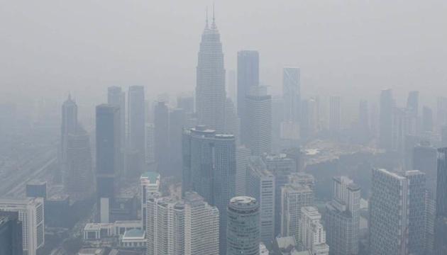 У Малайзії понад 400 шкіл закрили через смог