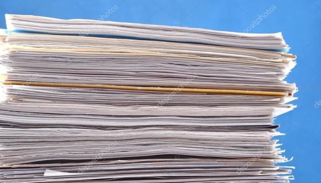 Кабмін удвічі скоротить споживання паперу