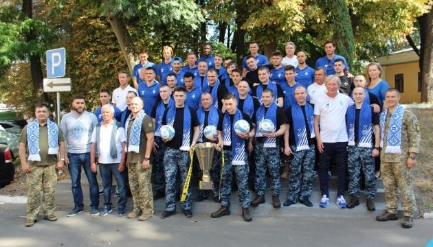 Звільнених моряків провідали футболісти