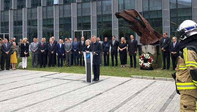 У НАТО відбулася церемонія вшанування загиблих під час трагедії 9/11