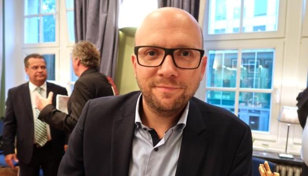 Депутат бундестагу: Задоволені ми будемо після звільнення Росією всіх політв'язнів