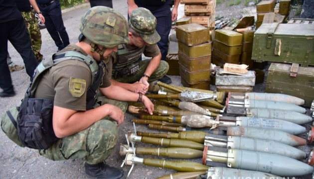 Три добровольчі батальйони передали озброєння Нацполіції