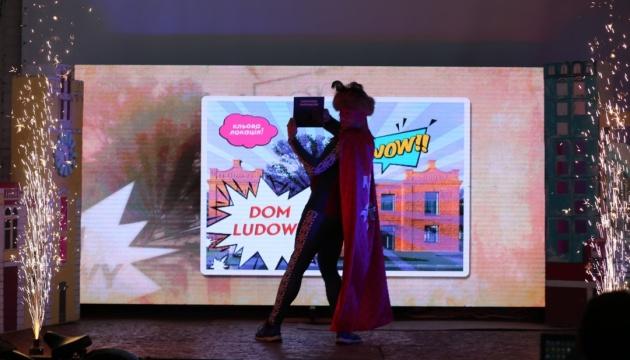 У Хмельницькому з'явився гід-супергерой Хмельмен