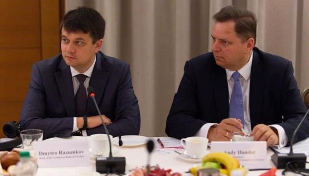 Razumkov se reúne con los principales representantes de los medios extranjeros