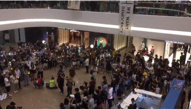Протестувальники у Гонконгу перенесли мітинги до торгових центрів