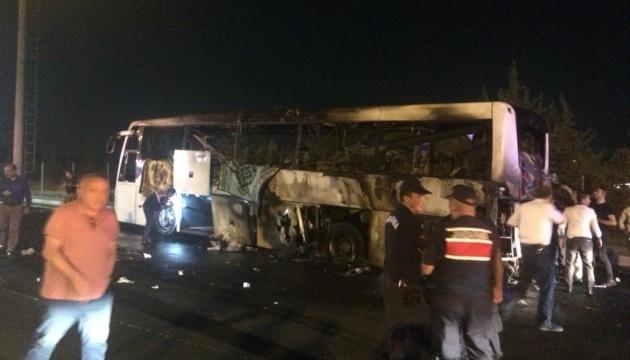 У Туреччині на трасі вщент згорів туристичний автобус