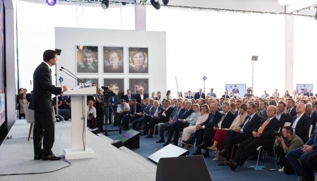 Зеленський наполягає на збереженні санкцій до відновлення миру
