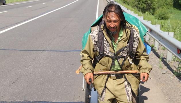 В России снова задержали шамана, который шел изгонять Путина