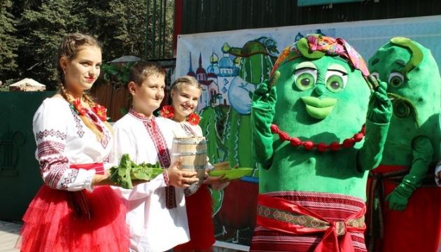 Огірковий фестиваль у Ніжині обиратиме найкращий дизайн банок і діжок для соління