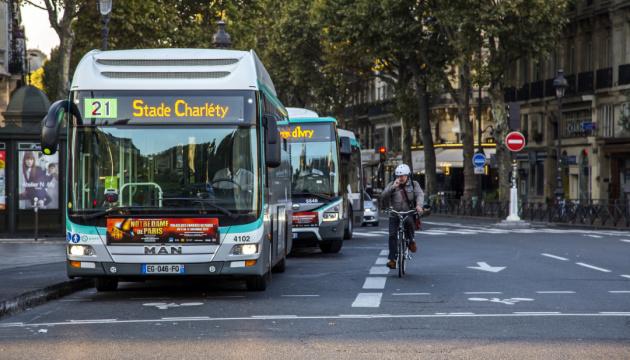 Париж паралізував страйк громадського транспорту