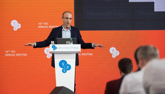 Yuval Harari: Ucrania está a la vanguardia de la lucha contra la dictadura y el imperialismo