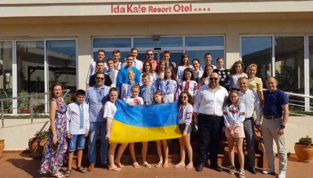 У Туреччину на відпочинок прибули діти учасників ООС