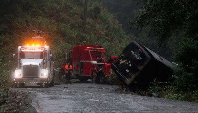 У Канаді перекинувся автобус: є загиблі, десятки поранені