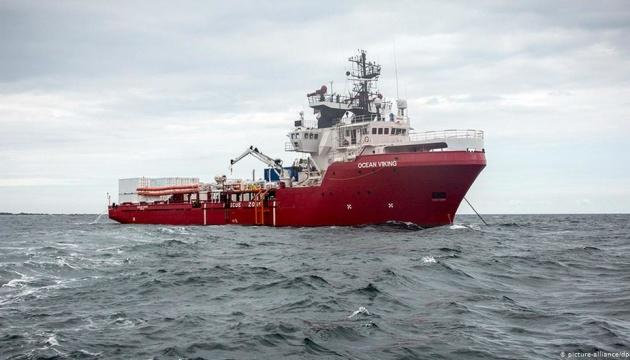 Новий уряд Італії дозволив зійти на берег мігрантам з Ocean Viking