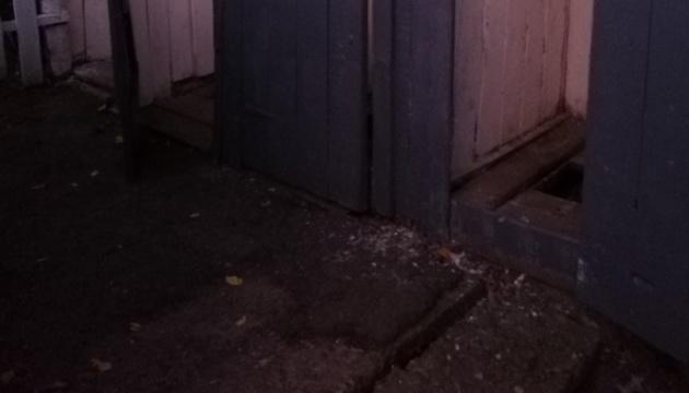 На Закарпатті школяр впав у вигрібну яму шкільного туалету