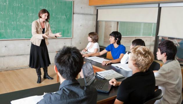Учителі в Канаді готуються до страйку