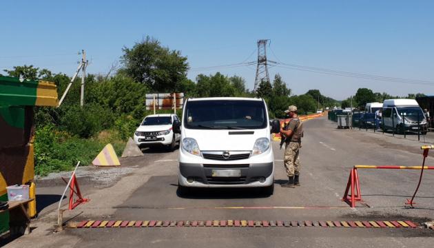 У пунктах пропуску на Донбасі у чергах – 280 авто