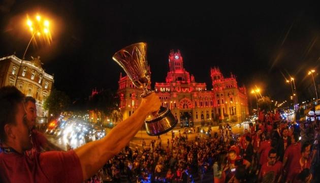 Тысячи испанцев в Мадриде поздравили свою сборную с победой на ЧМ по баскетболу