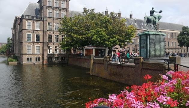 Амстердам отправляет туристов в Гаагу