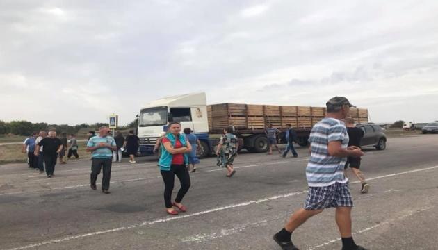 Трассу Херсон-Геническ перекрывали с требованиями присоединить село к ОТГ