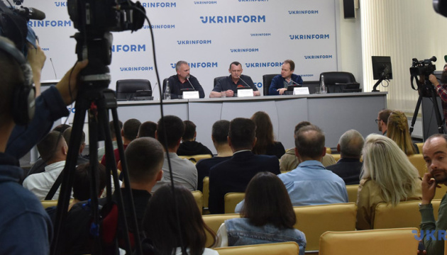 Офіцер ФСБ розповів Карпюку про плани Кремля розколоти Україну по Дніпру