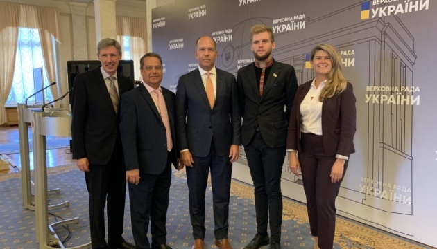 Українська діаспора закликає Верховну Раду сприяти поверненню українців