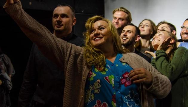 Сенцов прийшов на виставу у київський театр