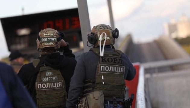 Терориста з мосту Метро затримали. Як це було