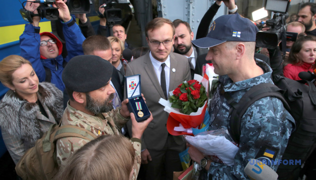 На Львовщине встретили освобожденного из российского плена моряка