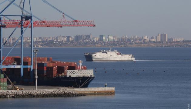 El barco naval estadounidense USNS Yuma entra en el puerto de Odesa (Fotos)