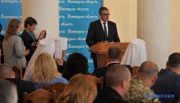 В Виннице Зеленскому выписали удостоверение УТОС, а главе ОГА подарили игрушечного крота