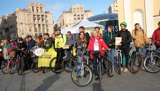 У Києві пройшов флешмоб «Велосипедом на роботу»