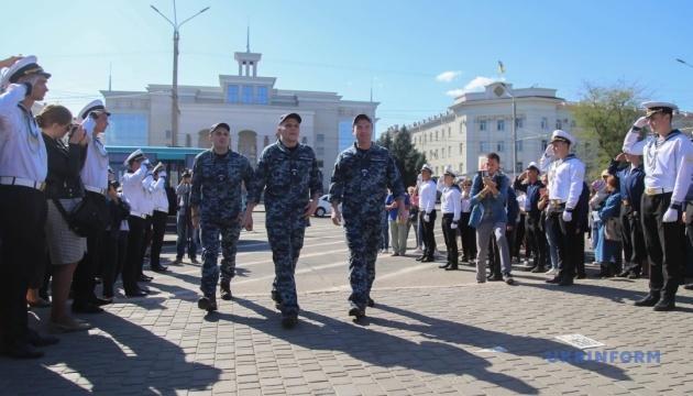 Військова прокуратура та СБУ проведуть слідчі дії зі звільненими моряками