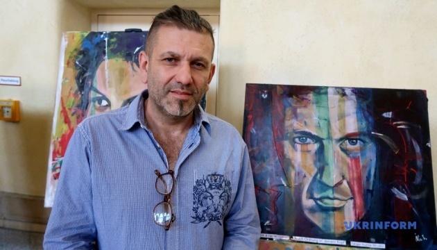 Картини на шкірі львівського художника презентували в Берліні