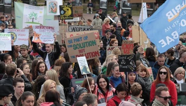 Участники Климатического марша передали письмо Зеленскому