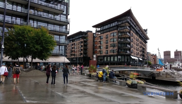 Теплі дощі, модерні будівлі та легендарний