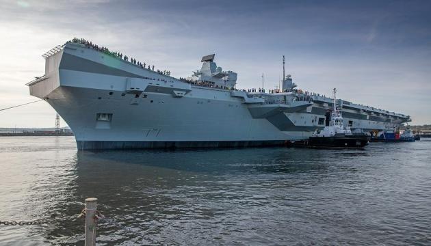 У море вийшов найбільший в історії Британії авіаносець