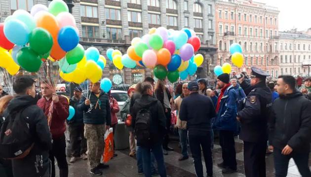 В Санкт-Петербурге прошла акция в поддержку мира и Украины: трое задержанных