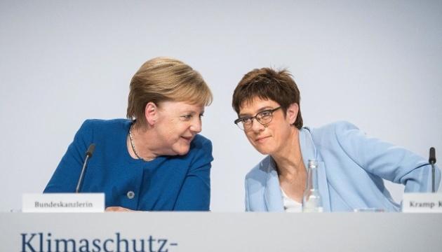 Меркель та міністр оборони Німеччини полетіли до США різними літаками