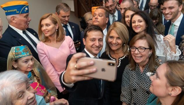 Українці найбільше довіряють Зеленському, Разумкову й Гончаруку