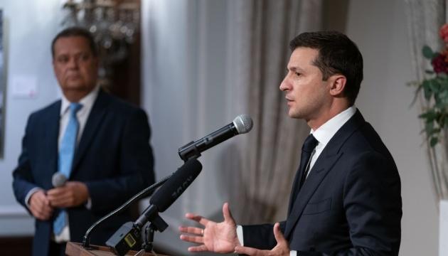 Зеленський нагадав Лаврову, що Росія має повернути Україні її території