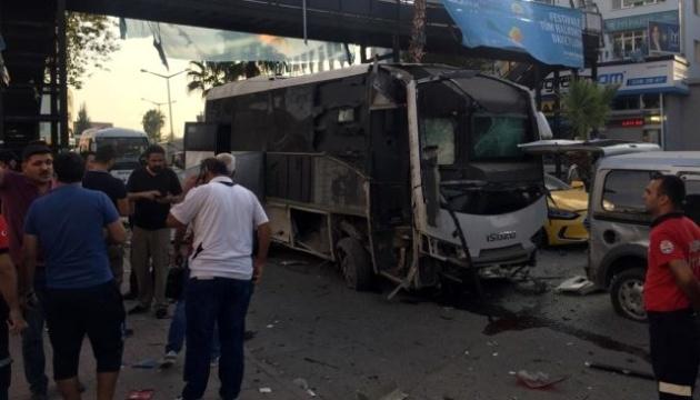 У Туреччині придорожня бомба підірвала автобус зі спецпризначенцями