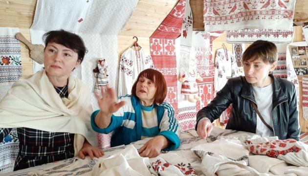 Галина Безбородько плекає українську вишивку в Білорусі