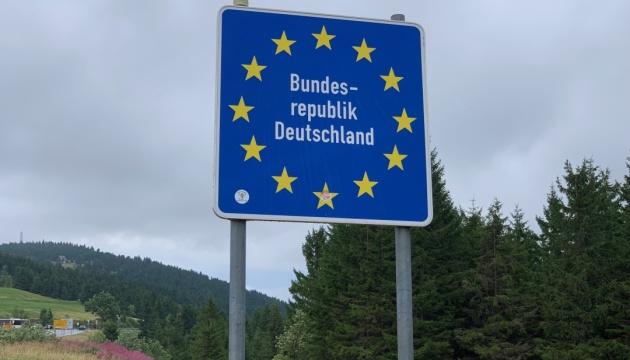 З опівночі для виїзду з Німеччини до Австрії потрібна довідка щодо стану здоров'я — посол