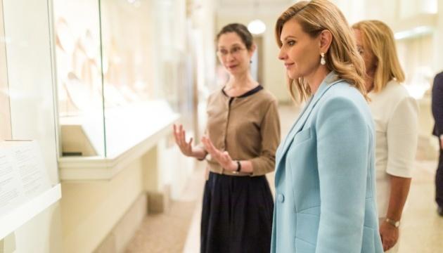 Елена Зеленская инициирует запуск аудиогидов на украинском в крупнейших музеях мира