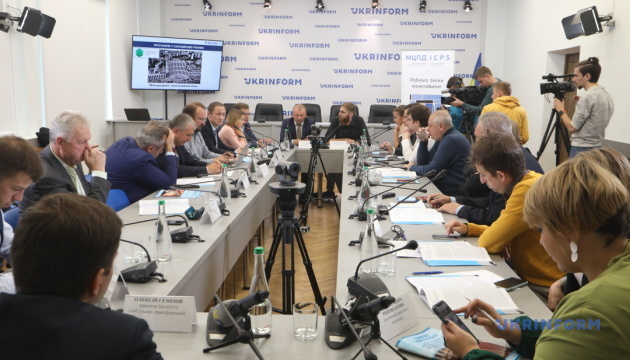 Санкції проти Росії: між війною та словами.  Результати дослідження