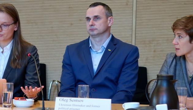 Сенцов поговорив з депутатами Бундестагу про полонених і повернення у кіно