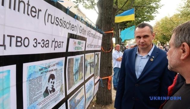 Сенцов зняв у Берліні плакати з вимогою звільнити його