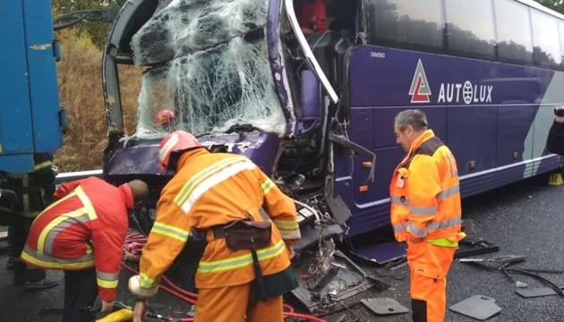 На трасі Київ–Одеса пасажирський автобус зіткнувся з вантажівкою
